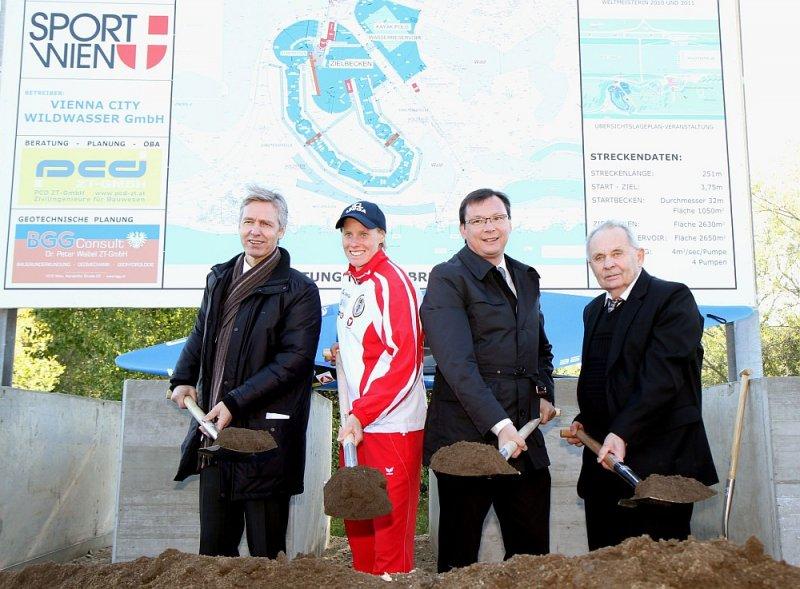 Spatenstich des neuen Wassersportzentrums und Kanugelände mit BM Darabos, Kajak Weltmeisterin Corinna Kuhnle und Praesident Walter Aumayr