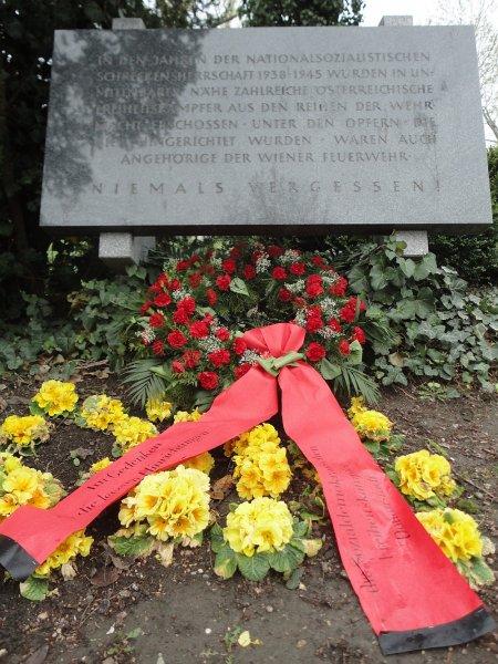 kranz-gedenkstein-7-4-2012-donaupark-web