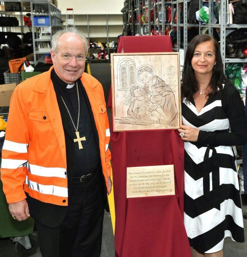Kardinal Schönborn besucht neues Fundservice der MA 48